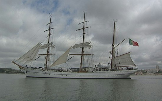 Docentes do P.PORTO a bordo do navio-escola Sagres