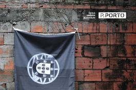 Mesa Redonda: Bandeiras despregadas, País desbotado